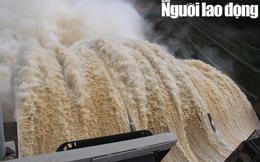 Miền Trung: Mưa lớn, các thủy điện xả lũ, nhiều vùng bị chia cắt