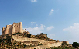Trải nghiệm cuộc sống của giới quý tộc Ấn Độ tại Alila Fort Bishangar – khách sạn cao cấp được xây dựng từ pháo đài cổ
