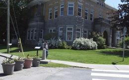"""Chuyện ít biết về ngôi nhà """"mang 2 quốc tịch"""" Mỹ - Canada"""