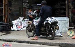 Hết sợ 'khai tử', xe máy nát vèo vèo giữa phố HN
