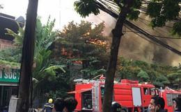 Hà Nội: Đang cháy lớn ở đường Phan Kế Bính, cột khói bốc cao hàng chục mét