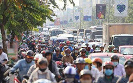 Ngày làm việc cuối cùng trước kỳ nghỉ Tết Dương lịch 2018: Đang ùn tắc kéo dài ở cửa ngõ sân bay Tân Sơn Nhất