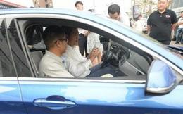 """Đẳng cấp """"kinh tế chia sẻ"""" Trung Quốc: Cho thuê cả xe BMW sang trọng"""