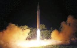 """Thay vì đe dọa hủy diệt, tổng thống Trump """"phản ứng kiềm chế"""" khi Triều Tiên thử tên lửa có thể tấn công mọi nơi trên trái đất"""