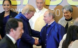 Cái bắt tay vui vẻ của ông Trump và Putin tại Việt Nam