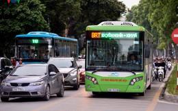 Giờ cao điểm, BRT Hà Nội không đến mức... quá tải