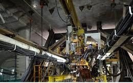Robot 300 tấn bắt đầu khoan đường hầm thứ 2 tuyến metro số 1