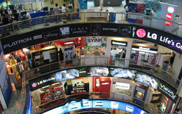 Không cần tìm đâu xa, trung tâm thương mại điện tử lớn nhất Singapore cũng đang bán máy đào bitcoin, ethereum