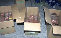 Thu giữ 17.500 bao thuốc lá không hóa đơn chứng từ và 50 hộp bánh đã hết hạn sử dụng