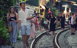 Chẳng cần đến Đài Loan, ngay Hà Nội cũng có một xóm đường tàu bình dị và đẹp đẽ không kém làng cổ Thập Phần