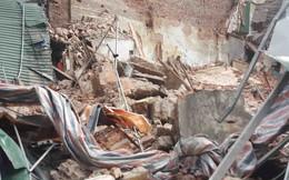 Sập tường nhà gần Hồ Gươm, nhiều người dân hốt hoảng