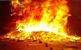 Xe container cháy trên cầu Thanh Trì chở hàng chục tấn mùn cưa