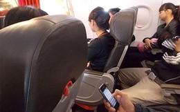 Khách vô tư sử dụng điện thoại trên máy bay, Cục Hàng không yêu cầu siết chặt