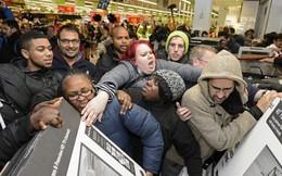 """Giảm giá """"sập sàn"""" lên tới gần 80%, doanh nghiệp vẫn lãi khủng trong ngày Thứ Sáu đen tối"""