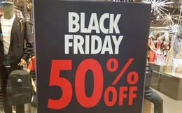 Mệt mỏi khi đi mua sắm ngày Black Friday, 'thượng đế' phải chờ cả tiếng mới đến lượt thử đồ