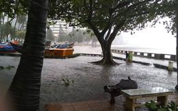 ẢNH: Người dân Vũng Tàu khốn khổ khi bão số 9 bắt đầu đổ bộ