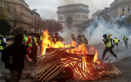 """""""Làn sóng áo vàng"""" tàn phá như thế nào với kinh tế nước Pháp?"""