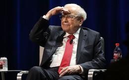 """Trong khi mọi người hoang mang cách làm giàu, Warren Buffett lý giải cách làm giàu của mình chỉ """"gói gọn"""" bằng một từ"""