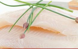"""""""Cuộc chiến cá thịt trắng"""" chặn đường cá tra Việt Nam vào EU và Mỹ"""