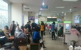 Cận Tết, khách chờ chực la liệt tại quầy giao dịch ngân hàng