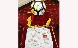 Món quà U23 tặng Thủ tướng được đấu giá thành công với mức giá 20 tỷ đồng