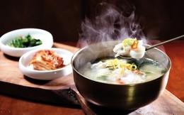 Vì sao vào dịp năm mới người Hàn Quốc đều ăn canh bánh gạo Tteok kuk?
