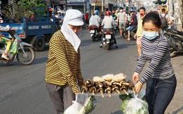 Người dân Sài Gòn đổ xô đi mua hàng nghìn con cá lóc nướng cúng vía Thần Tài