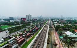 Cận cảnh 2,4km tuyến đường sắt metro số 1 TP.HCM - Suối Tiên đang được lắp ray