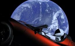 """Elon Musk vừa tiến hành vụ thử tên lửa """"vô tiền khoáng hậu"""", mang xe điện vào vũ trụ"""