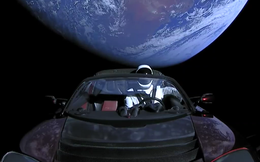 Chiếc xe điện màu đỏ của Elon Musk bay vào vũ trụ: Hàn gắn nước Mỹ đang chia rẽ