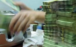 """Tiền dư thừa ở nhiều """"mặt trận"""""""