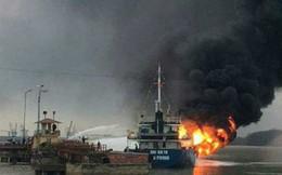 Đang bơm được khoảng 300 lít, tàu chở dầu bốc cháy dữ dội ở cảng Đình Vũ