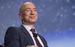 """Gia nhập giới siêu giàu, Jeff Bezos chập chững """"trải nghiệm"""" mối quan tâm hàng đầu của các tỷ phú theo cách khác biệt"""