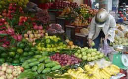Rằm tháng Giêng: Hoa quả bán chạy, vàng mã ế ẩm