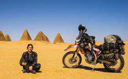 Bán hết nhà và doanh nghiệp, bóng hồng 42 tuổi trở thành người Anh đầu tiên đến thăm 7 châu lục bằng xe mô tô