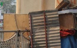 Chân công trình đường sắt Cát Linh - Hà Đông thành nơi nuôi gà, xả rác