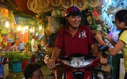 Chợ hoa lớn nhất Sài Gòn đèn sáng suốt đêm trước ngày 8/3