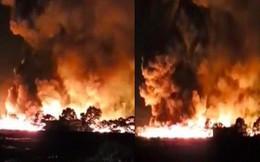 Cháy lớn ở công ty môi trường, ngọn khói lửa bốc cao hàng trăm mét