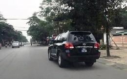 Nghệ An đấu giá 2 xe sang Toyota Land Cruiser