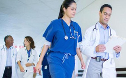 Chuyện lạ ở Canada: Bác sĩ biểu tình vì được tăng lương quá cao