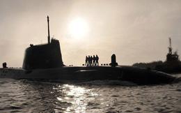 Bà May ra lệnh cho các tàu ngầm Anh vào vị trí, sẵn sàng tấn công Syria ngay đêm nay!
