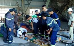 Sập giàn giáo công trình, 2 công nhân bị thương nặng