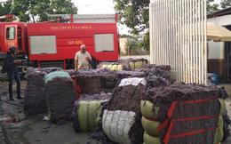 Cháy lớn xưởng tái chế vải vụn ở vùng ven Sài Gòn, nhiều công nhân tháo chạy
