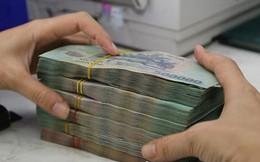 Cán bộ ngân hàng nhận tiền hứa xin việc rồi bỏ trốn