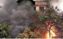 Cháy lớn ở ngôi nhà 3 tầng dưới chân cầu Vĩnh Tuy