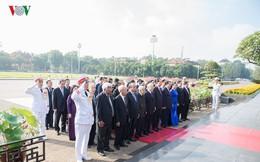 Ảnh: Lãnh đạo Đảng, Nhà nước vào Lăng viếng Chủ tịch Hồ Chí Minh