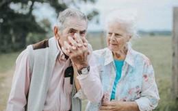 """Gần 70 năm chưa từng """"rời bỏ nhau nửa bước"""", cặp vợ chồng này đã chứng minh cho cả thế giới thấy tình yêu lãng mạn không phân biệt tuổi tác"""