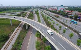 Những hàng cây xanh mướt thẳng tắp ở đầu cầu Thanh Trì