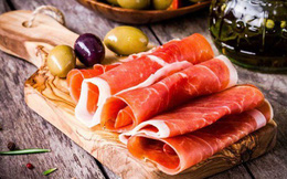 """Giăm bông Parma lừng danh của nước Ý: Món ngon từ nguyên liệu thịt tươi hảo hạng được """"thử thách"""" với không khí sạch và thời gian"""