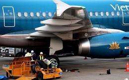 Máy bay hạ cánh nhầm đường băng: Động cơ bị hỏng do hút sỏi đá, mảnh tôn?